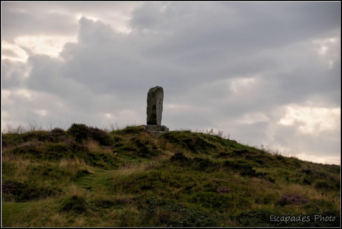 Monolithe de Roncevaux perché sur un monticule