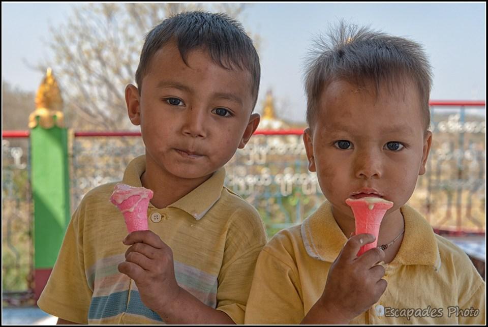 Pagode Pon Nya Shin - Garçons aux cornets de glace