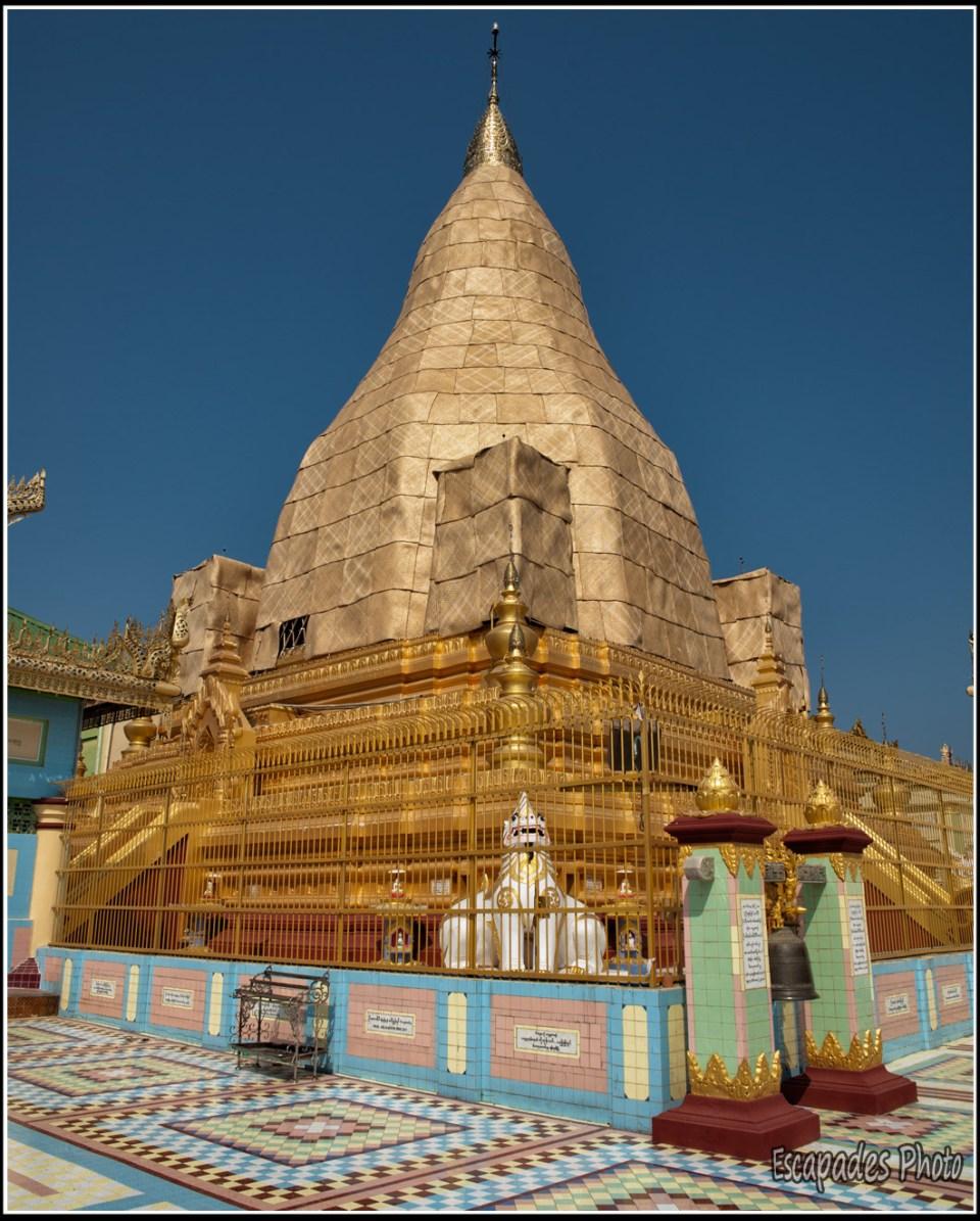 U Ponya - Stupa couvert de feuilles d'or