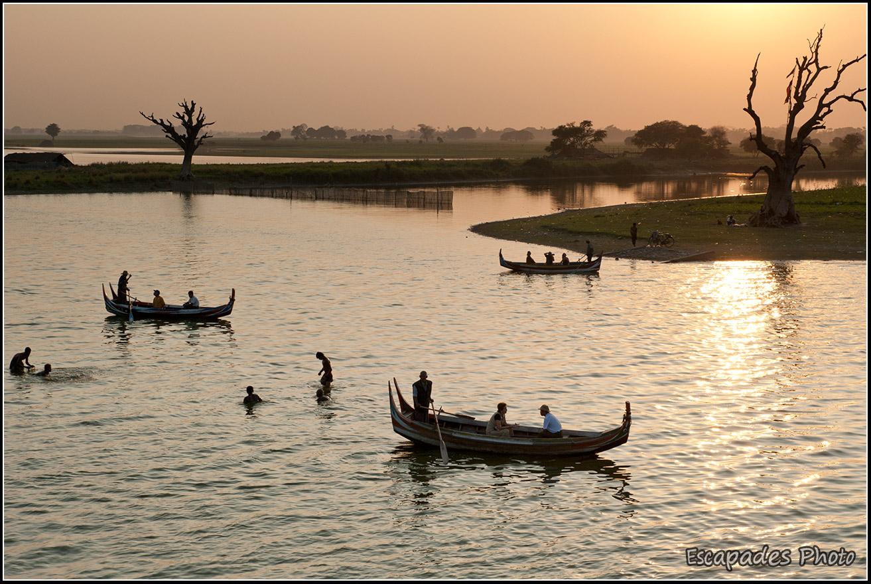 Barques sur le lac taungthaman