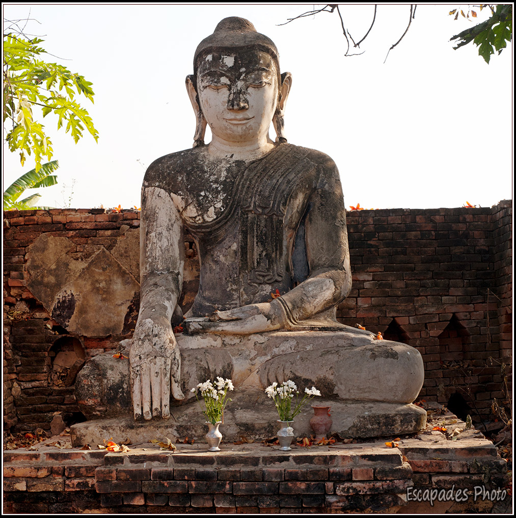 Inwa - Bouddha prenant la terre à témoin
