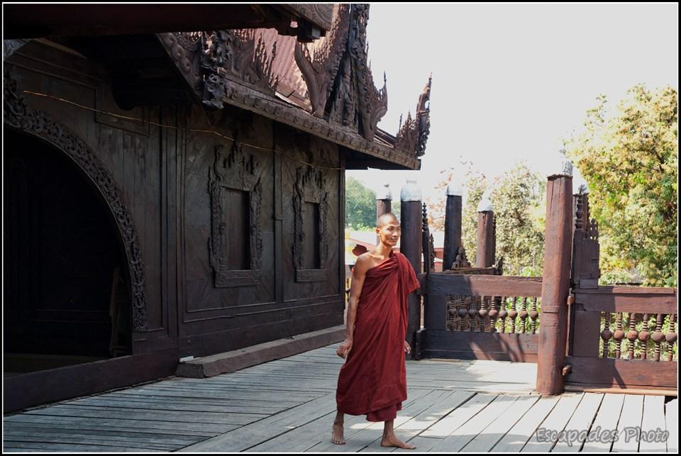 Shwenandaw Kyaung - Moines terrasse en teck