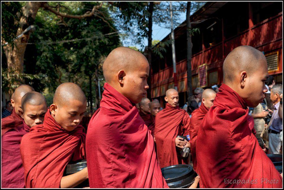 Jeunes moines Mahagandayon