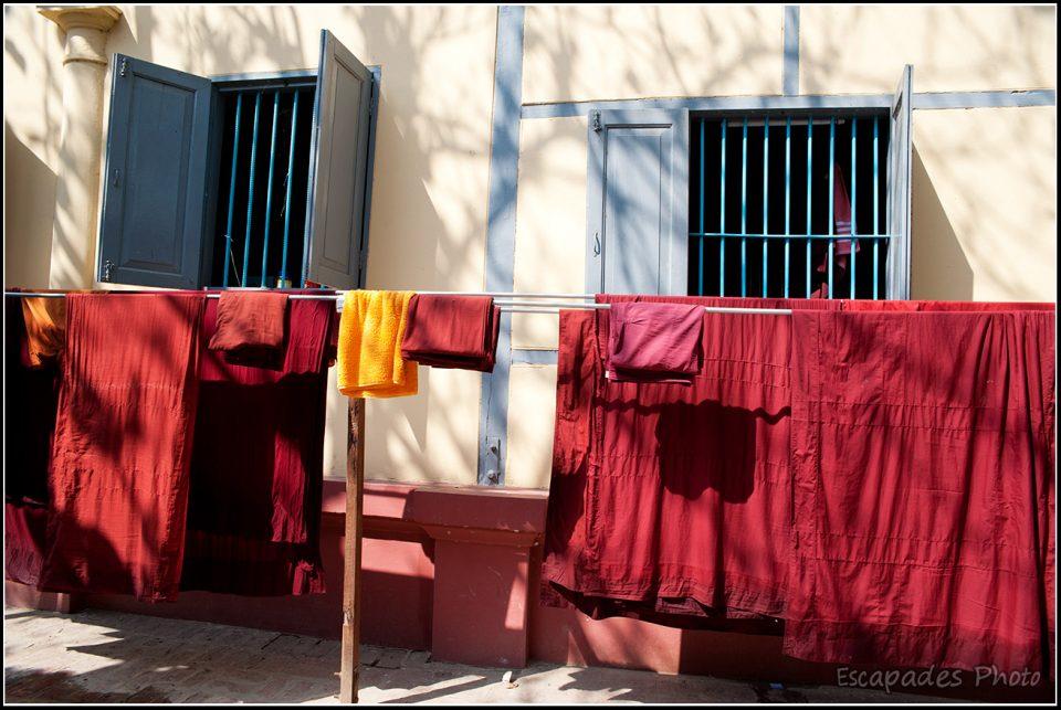 Mahagandayon robes de moines au séchage