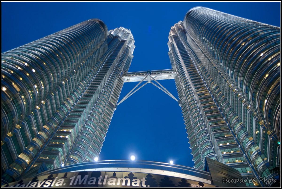 Tour Petronas de nuit