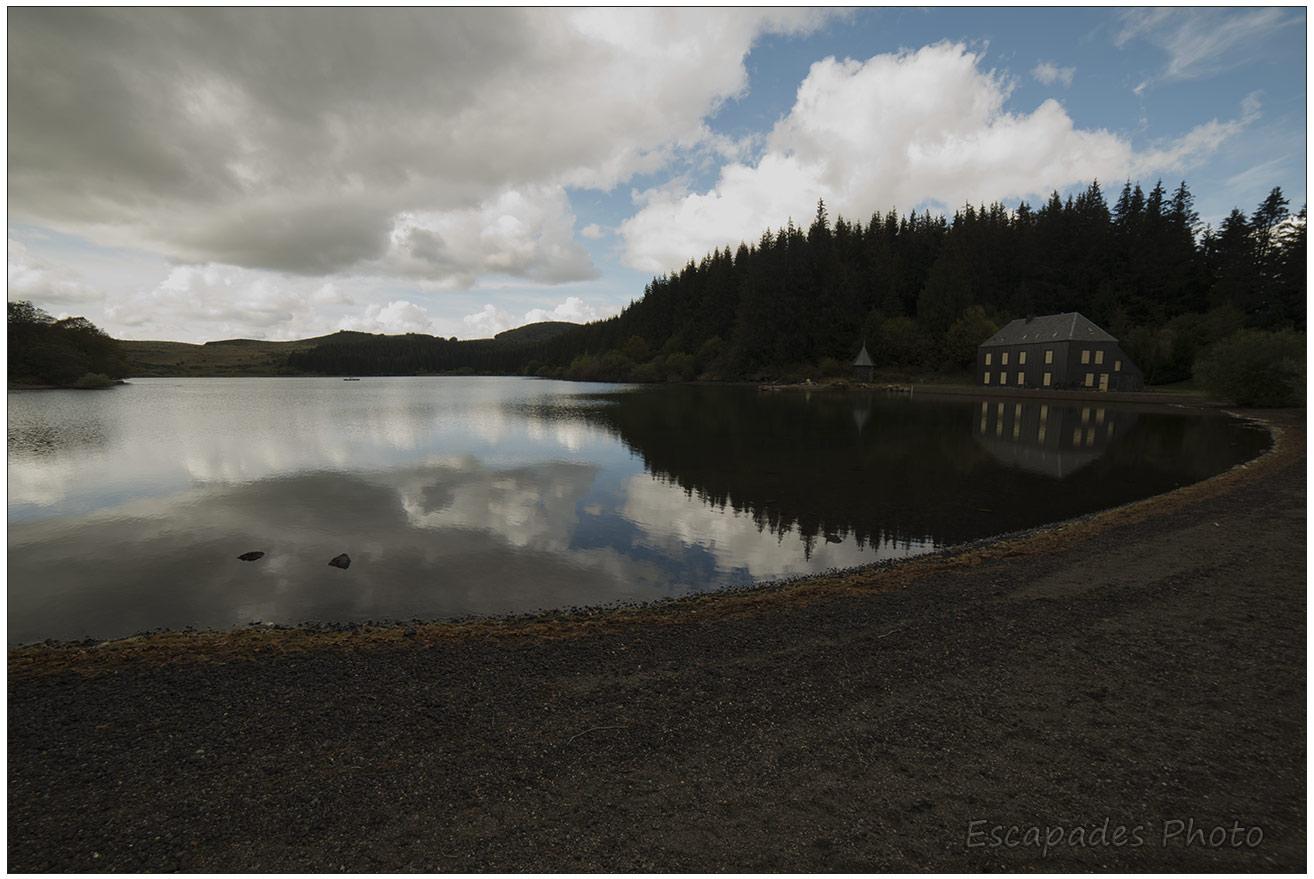 Lac de Montcineyre depuis le lac Pavin