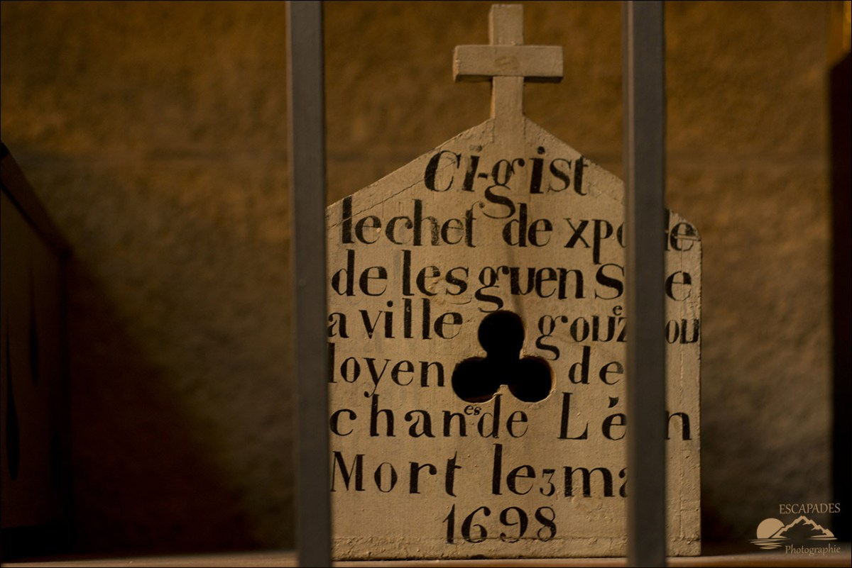 Boîtes à crânes, cathédrale Saint-Pol-Aurélien
