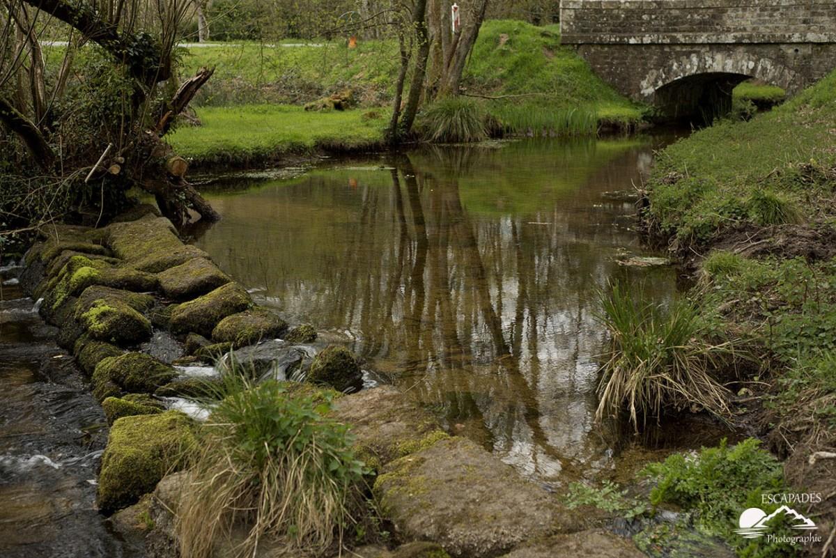 Sentiers des moulins le pont sur la rivière Saint-Antoine