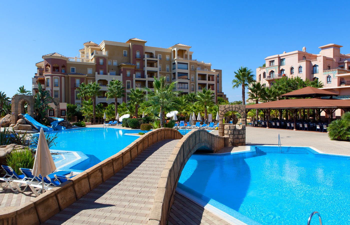 Hoteles con toboganes acu ticos escapat - Hoteles en huesca con piscina ...