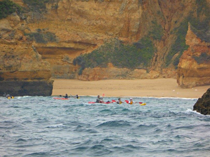 Mit dem Kayak die Küste entlang
