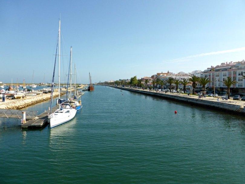 Promenade zwischen Fort und Hafen