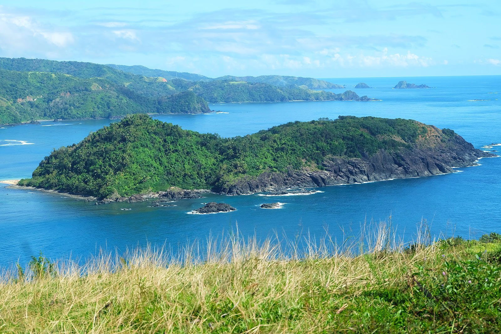 A Travel Guide to the Rolling Hills of Catanduanes
