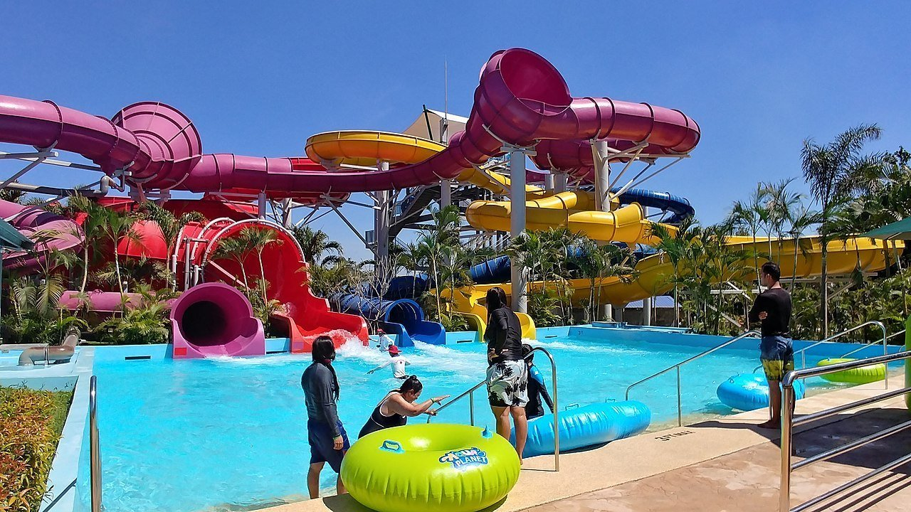 6 Must Visit Water Parks in the Philippines This Summer!