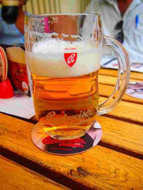 cerveza local, secretos para tu viaje a praga este 2020