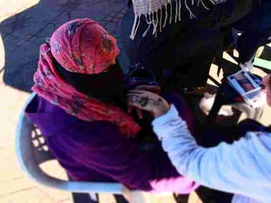 Pintura en la Plaza Jamaa el Fna Imprescindibles en Marrakech Escapes por el Mundo
