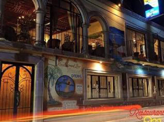 Night view of Ajijic restaurant Manix, from the street.