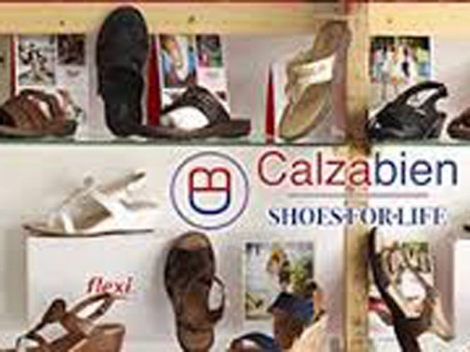 Ladies sandals displayed on shelves at Calzabien store in Ajijic.