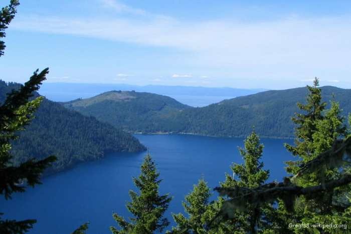 hike in the pacific northwest, washington