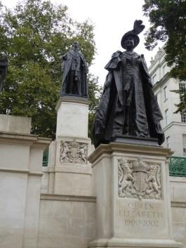 George VI and Queen Elizabeth (Queen Mother) statues
