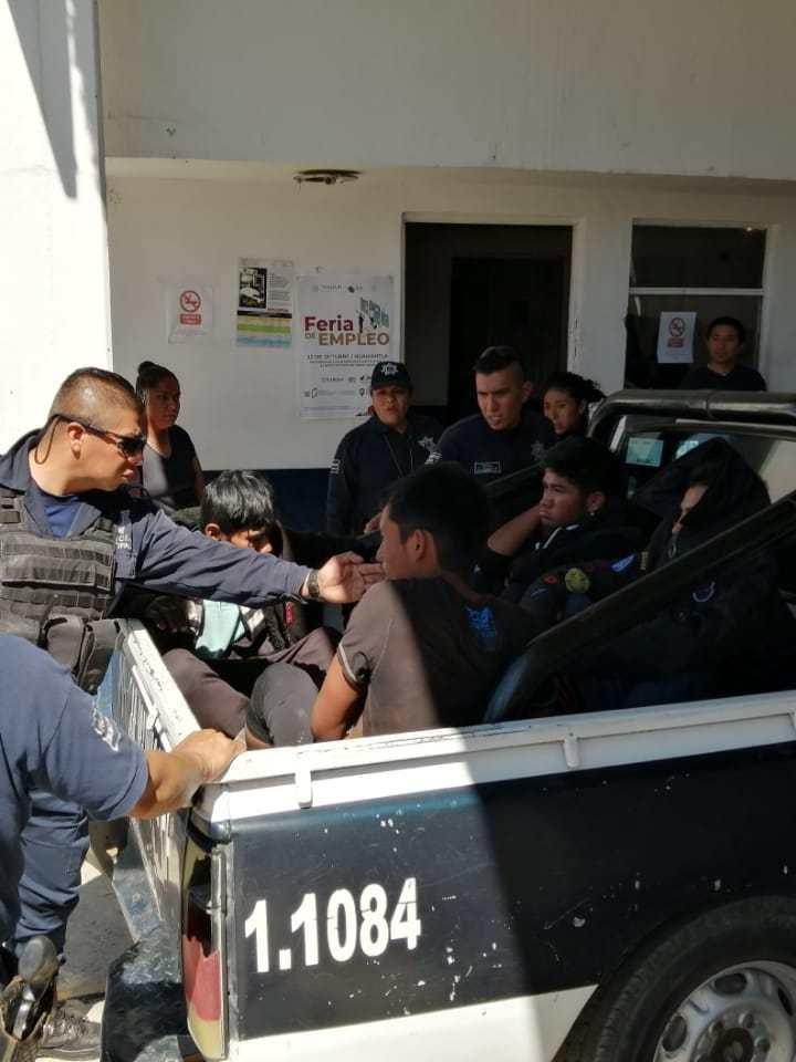 Detiene policía de Tzompantepec a cinco sujetos por presunto robo