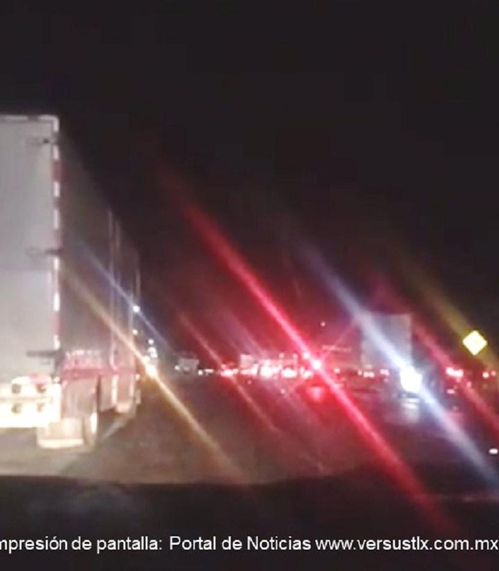 Continúa cerrada carretera México-Zacatepec; sin avances negociaciones con habitantes.
