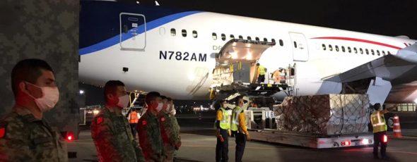 Llegan a México insumos médicos para atender contingencia por Covid-19
