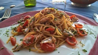 Spaghetti alla diamantese...pomodorini e alici fresche