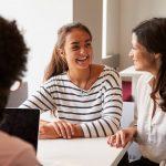 Saiba como ajudar na inteligência emocional dos filhos na adolescência