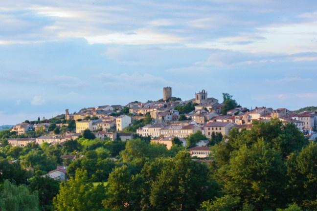 Aurignac-Vue générale - donjon et église