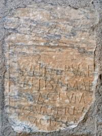 Inscription dédiée à Belisama/Minerva en remploi dans un pont (Saint-Lizier, Ariège)
