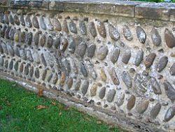 Mur de maison béarnaise - Navailles-Angos - disposition en feuilles de fougère
