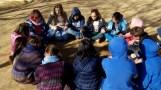 A l'hora del pati juguem al pi, a mataconills, futbol bàsquet i també ens expliquem contes
