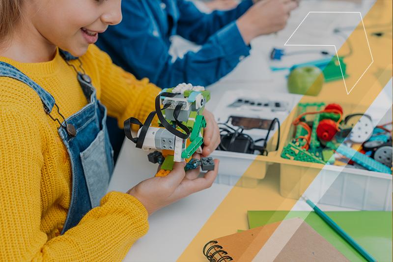 O que são tendências educacionais na sala de aula e quais os benefícios elas podem trazer à sua escola