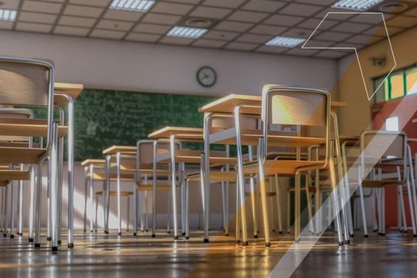 Sala de aula vazia.