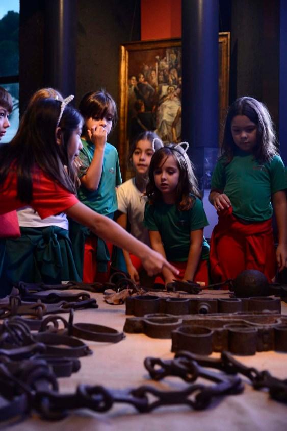 Visita ao Museu Paranaense - Instrumentos de tortura usados no século XIX na América escravocrata.