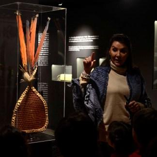 """Luva da Tocandeira – Etnia Saterê e Mawé/AM. Luva usada no ritual de iniciação masculina da tribo, nela são fixadas formigas """"tocandeiras"""" vivas, consideradas as mais venenosas do mundo."""