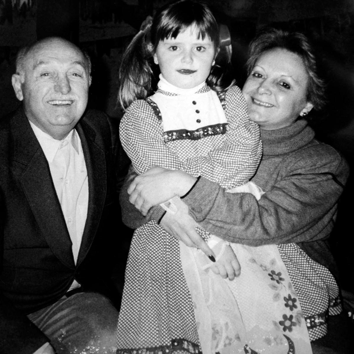 Aryon Cornelsen, Betina Hepp, a primeira aluna da escola, e Sandra Cornelsen