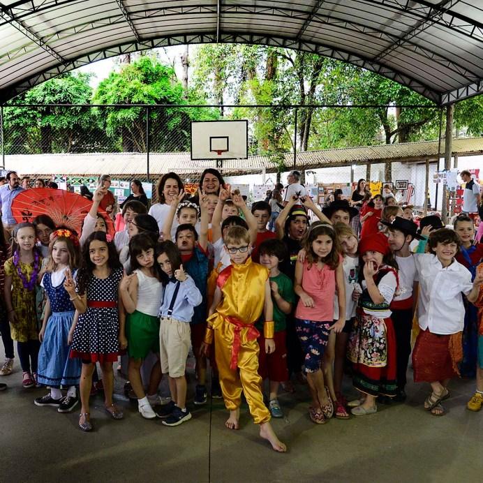 Feira das Nações, realizada pelas turmas do 2° Ano na quadra da Escola Terra Firme