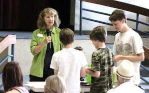 Cindy Bathgate recognizes volunteers Aedyn Loefke, Devyn Loefke and Trysten Loefke.