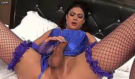 Sexy Shemale With Blue Stockings