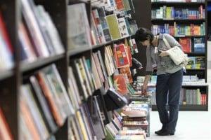 Leitor na livraria