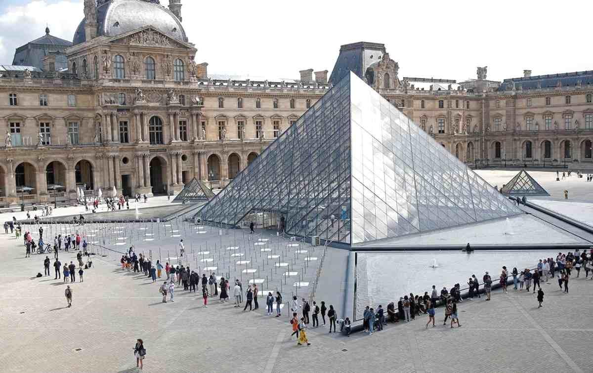 EL MUSEO DEL LOUVRE POR FIN REABRE SUS PUERTAS EN PARÍS