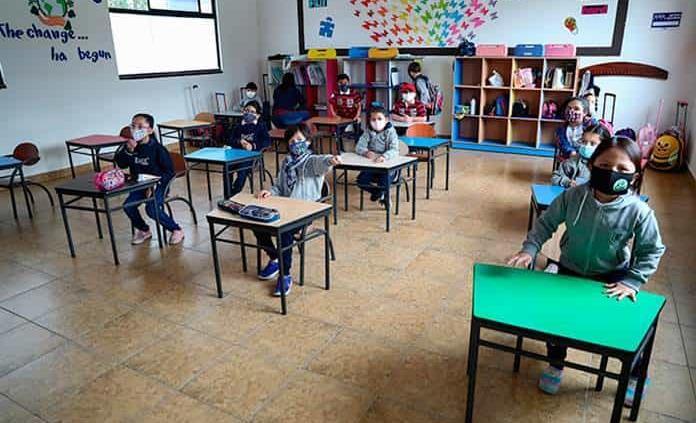 """LLUEVE, TRUENE O RELAMPAGUEE"", REGRESO A CLASES PRESENCIALES SERÁ EN AGOSTO: AMLO"