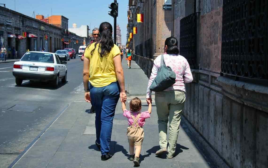 JUEZ AMPARA A FAMILIA HOMOPARENTAL PARA QUE PUEDA REGISTRAR A SUS GEMELOS