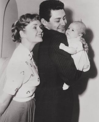 vintage-photos-debbie-reynolds-carrie-fisher-20-586616f3c72a5__880