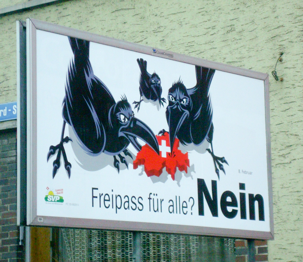 Cartaz do SVP: Suíça devorada por corvos - pelos estrangeiros.