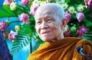 ¿Los monjes Budistas realizan un voto de por vida? - Venerable Ajahn Maha Boowa, antes de ordenarse como monje estaba indeciso entre la vida monástica y el matrimonio, sin embargo, creció para convirse en uno de los maestros más respetados luego de una práctica monastica admirable a través de toda su vida.