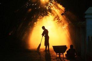 Que hacen los monjes budistas todo el dia - Monjes en Bagan, Burma. Fotografía por Andy Cheek