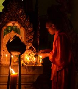 Dias festivos Budistas - Día de Magha Puja en Wat Khung Taphap - Fotografía por Tevaprapas
