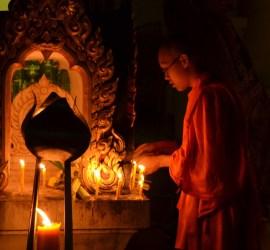 Día de Magha Puja en Wat Khung Taphap - Fotografía por Tevaprapas